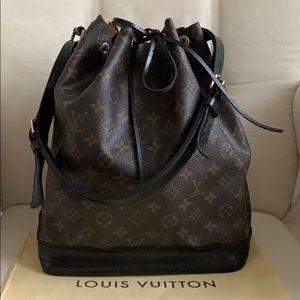 💯Auth Louis Vuitton Black Petit Noe